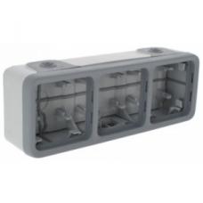 Трехместная монтажная коробка Plexo серый 3 поста - горизонтальная установка